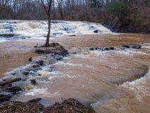 Heavy Rain Produkuje wysoką wodę przy Shacktown spadkami zdjęcia stock