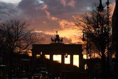 HEAVY RAIN spadek BRANDENBURGER TORV BERLIN fotografia royalty free