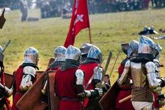 Heay bepansrade medeltida riddare Royaltyfria Bilder