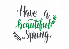 Heb de mooie Lente - overhandig het van letters voorzien inschrijving in groen en zwart met bladeren stock illustratie