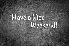Heb een aardig weekend Zwart-witte achtergrond stock foto