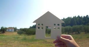 Heb een de zomerhuis in het platteland stock video