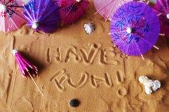 Heb pret die op zand wordt geschreven Stock Foto