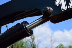 Hebebühne-Zylinder auf Klotz-Lader stockfoto