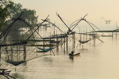 Heben Sie Netze an, um Fische zu fangen Lizenzfreies Stockbild
