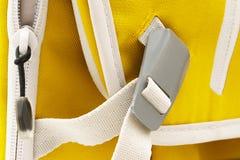 Hebilla gris bloqueada del metal en la correa blanca imágenes de archivo libres de regalías
