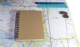 Heblować podróż z textnote i mapą Fotografia Royalty Free