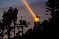 Heceta在晚上朝向灯塔,在1892年建立 库存图片
