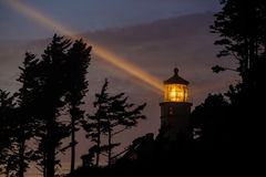 Heceta在晚上朝向灯塔,在1892年建立 免版税图库摄影