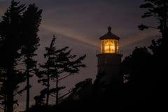 Heceta在晚上朝向灯塔,在1892年建立 免版税库存照片