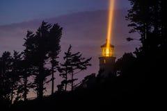 Heceta在晚上朝向灯塔,在1892年建立 图库摄影