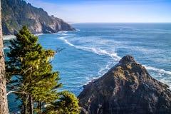 Heceta głowy latarni morskiej stanu parka Sceniczny punkt widzenia w Florencja, Oregon Obrazy Stock