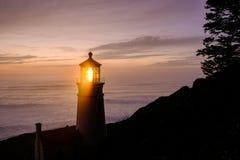 Heceta gehen Leuchtturm bei dem Sonnenuntergang voran, im Jahre 1892 aufgebaut Stockbilder
