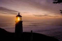 Heceta gehen Leuchtturm bei dem Sonnenuntergang voran, im Jahre 1892 aufgebaut Stockfoto