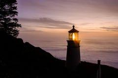 Heceta gehen Leuchtturm bei dem Sonnenuntergang voran, im Jahre 1892 aufgebaut Stockfotografie