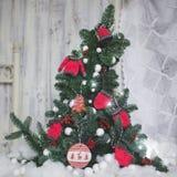 Hecho en casa adorne el árbol de navidad Imagen de archivo libre de regalías