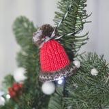 Hecho en casa adorne el árbol de navidad Foto de archivo
