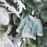 Hecho en casa adorne el árbol de navidad Foto de archivo libre de regalías
