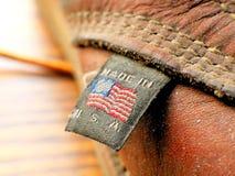 Hecho en etiqueta de la ropa de América los E.E.U.U. Estados Unidos en la bota de cuero Imágenes de archivo libres de regalías