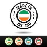 Hecho en las insignias de Irlanda con la bandera irlandesa Fotografía de archivo