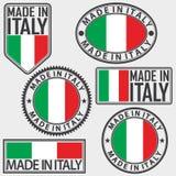 Hecho en sistema de etiqueta de Italia con la bandera italiana, vector Foto de archivo libre de regalías