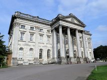 Heden parkerar herrgårdhuset och Golf Club royaltyfria bilder