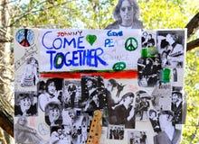 Hedersgåva till den legendariska Beatles musikern John Lennon Royaltyfria Bilder
