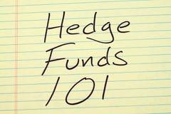 Hedge Funds 101 em uma almofada legal amarela fotos de stock royalty free