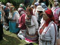 Hednisk bön Mari i den sakrala dungen på Juli 12, 2005 i Shorunzha, Ryssland Fotografering för Bildbyråer