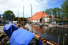 Heeg in Friesland. Typical Fresian house and boats on canal - Heeg, Netherlands stock photos