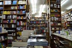 Heel wat boeken in een boekhandel royalty-vrije stock foto