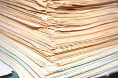 Heel wat documenten die wachten worden opgelost stock foto's