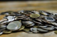 Heel wat geld dat de stapel van gecombineerde middelen de grote zaken royalty-vrije stock afbeeldingen