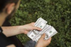 Heel wat geld in de handen royalty-vrije stock foto