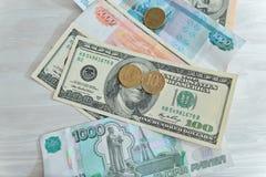 Heel wat geld, roebels, dollars Stock Foto's