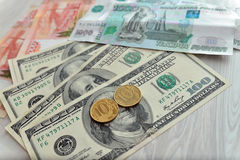 Heel wat geld, roebels, dollars Stock Foto