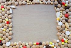 Heel wat kleurrijke medicijn en pillen Stock Afbeelding