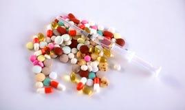 Heel wat kleurrijke medicijn en pillen van hierboven Stock Foto