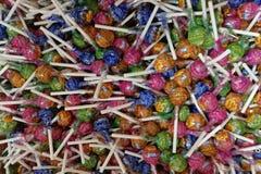 Heel wat multi-colored lollys stock afbeeldingen