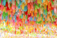Heel wat multicolored moerbeiboomdocument lantaarns op achtergrond, Hangende decoratie voor festival van vierings het loy krathon royalty-vrije stock fotografie