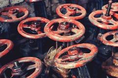 Heel wat oude zwarte met rode kleppen stock foto