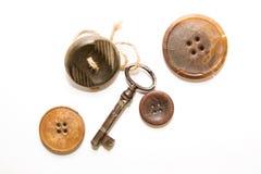 Heel wat uitstekende knoop, Oude sleutel met affectie voor hem een knoop Royalty-vrije Stock Afbeeldingen