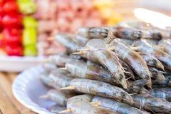 Heel wat varkensvleesvlees en garnaal werden gemaakt tot barbecue met Spaanse peper peppe Stock Foto