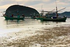 Heel wat vissersboot op het strand Stock Afbeeldingen