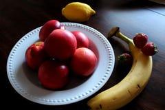 Heel wat vruchten in lijst voor snack royalty-vrije stock foto
