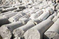 Heel wat witte oude kolommen lagen in Smyrna Izmir, Turkije Royalty-vrije Stock Afbeeldingen