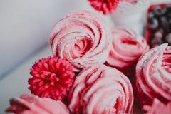 Heemst van Amerikaanse veenbes, roze Roze bloemen Eigengemaakt zefier royalty-vrije stock afbeelding