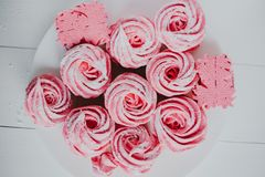 Heemst van Amerikaanse veenbes, roze Roze bloemen Eigengemaakt zefier stock afbeeldingen