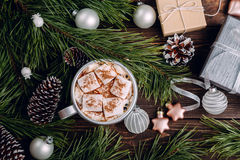 Heemstkoffie op de Kerstmisachtergrond Stock Fotografie