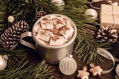 Heemstkoffie op de Kerstmisachtergrond Stock Foto